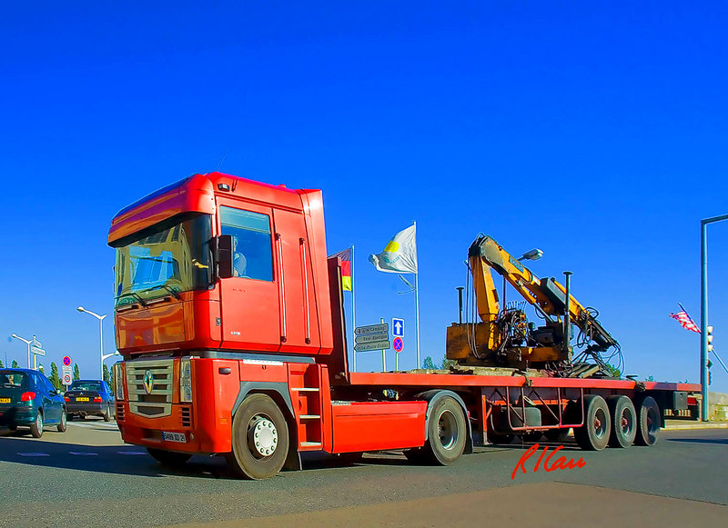 Truck, crane: Renault flatbed truck, equipped with hydraulic folding boom crane to lift material. St Jean de Losne, France September 2006