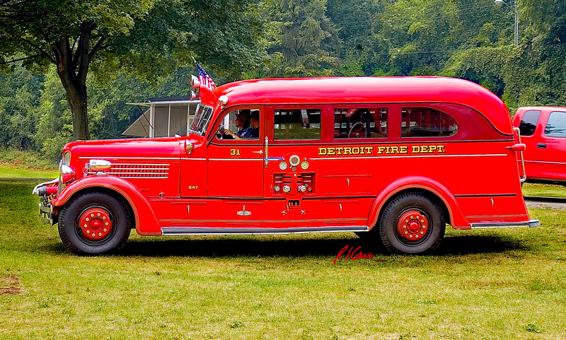 Fire engines, trucks, apparatus, historical: 1938 Seagrave safety sedan pumper, Detroit Fire Department Engine 31 is both safety vehicle for firefighters traveling to fire and at a fire and a pumper truck at the fire. Fire apparatus Muster, Riverside Park, Ypsilanti, Michigan August 26, 2006