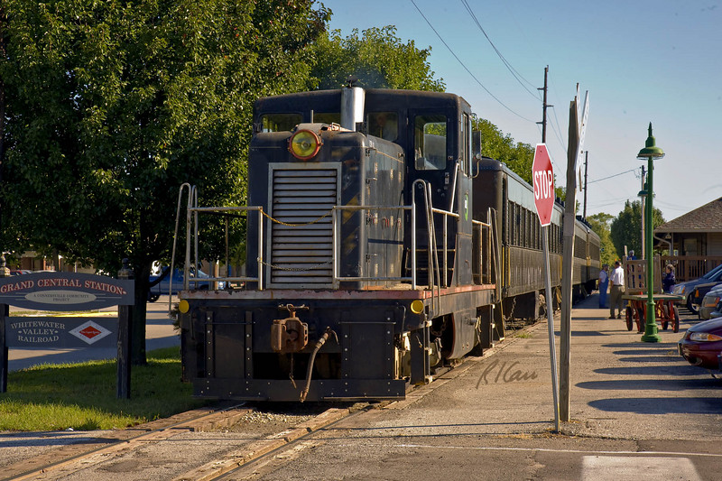 Whitewater Valley Railroad passenger siight-seeing train boarding at home depot in Connersville, Indiana for roundtrip to Metamora, Indiana.   September 12, 2007.